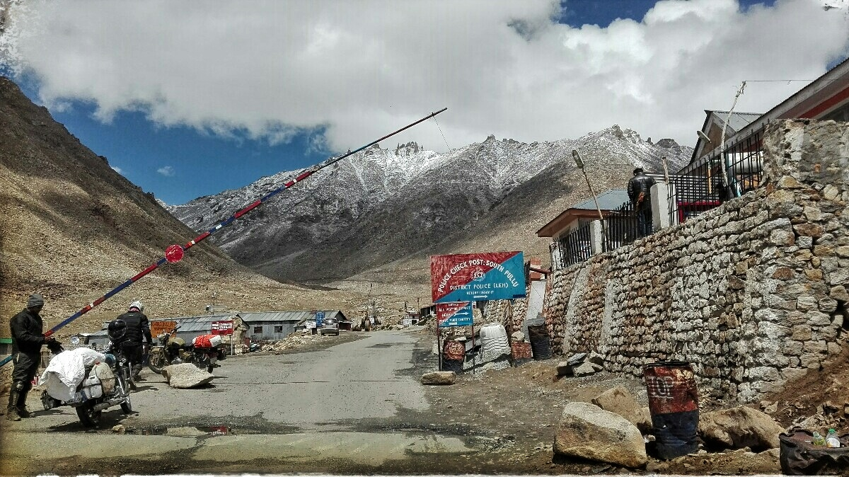 Videonauts backpacking Indien Ladakh Khardungla
