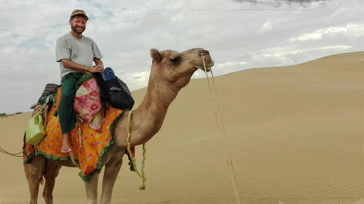 Videonauts backpacking Indien Rajasthan Jaisalmer camel ride