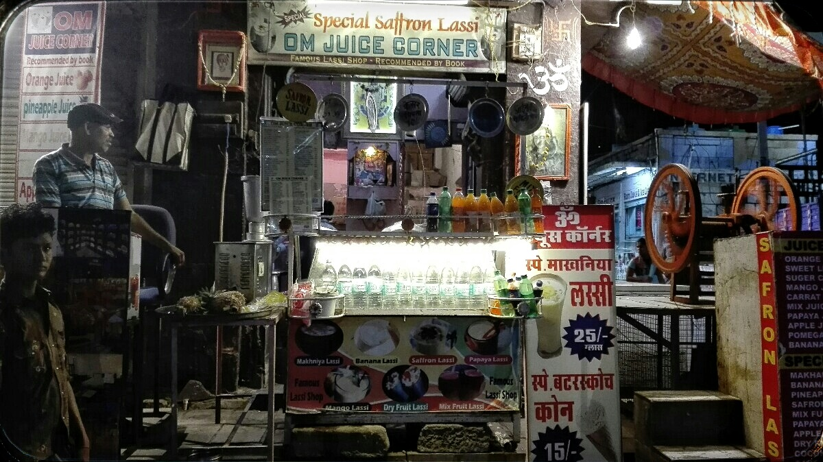 Videonauts backpacking Indien Rajasthan Jodhpur Lassi shop