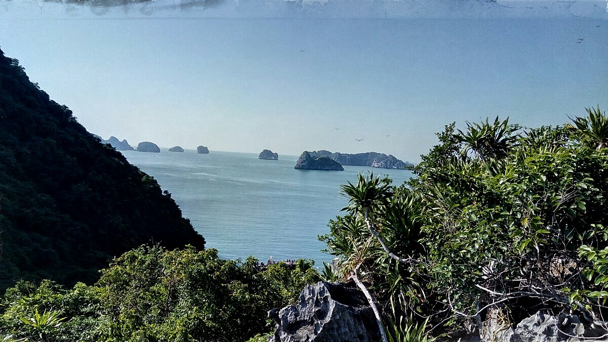 Videonauts backpacking Vietnam Halong Bay V