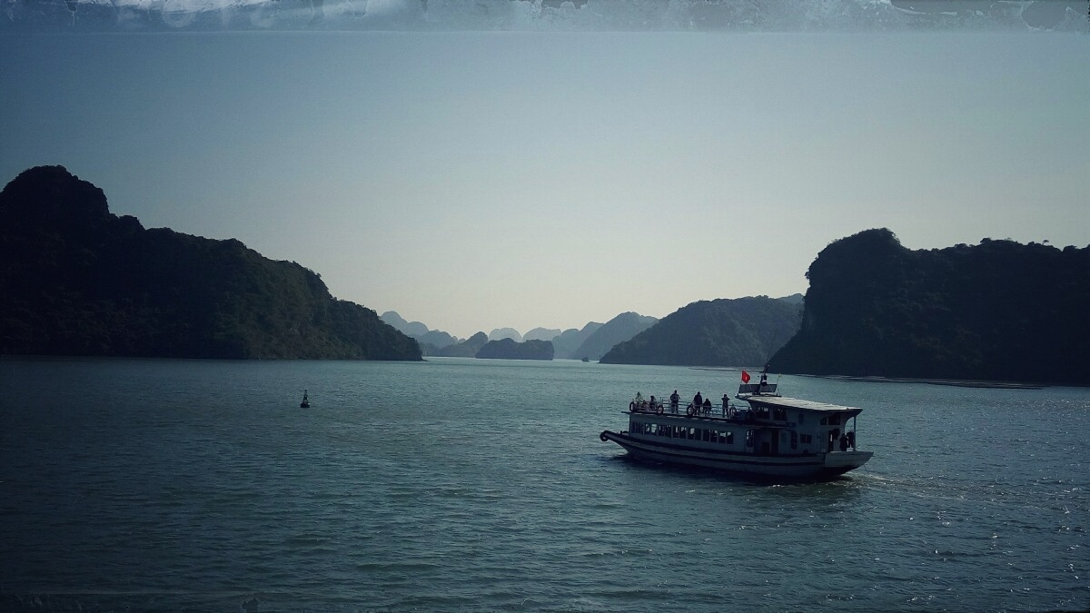 Videonauts backpacking Vietnam Halong Bay