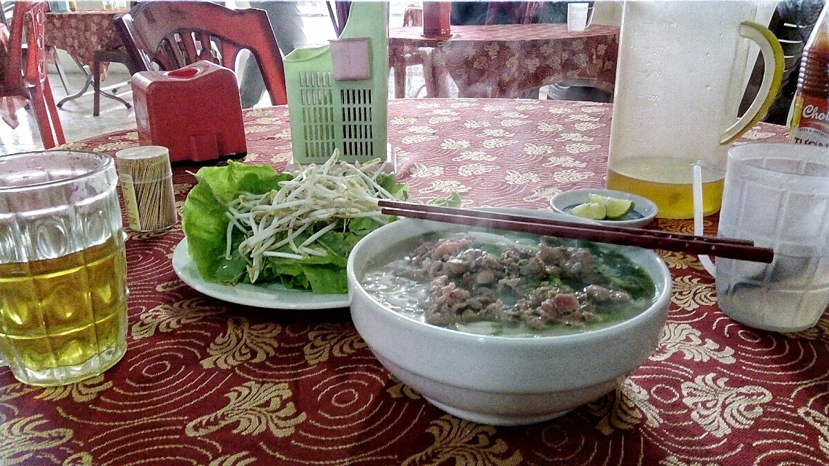 Videonauts backpacking Vietnam noddle soup