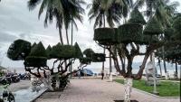 Videonauts backpacking Vietnam Nah Trang beach