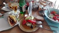 Vidoenauts Griechenland Messenien Essen Salat & Pita