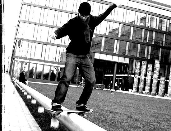 Videonauts skateboarding still rolling