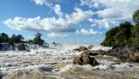 Videonauts backpacking Laos 4000 Islands waterfall